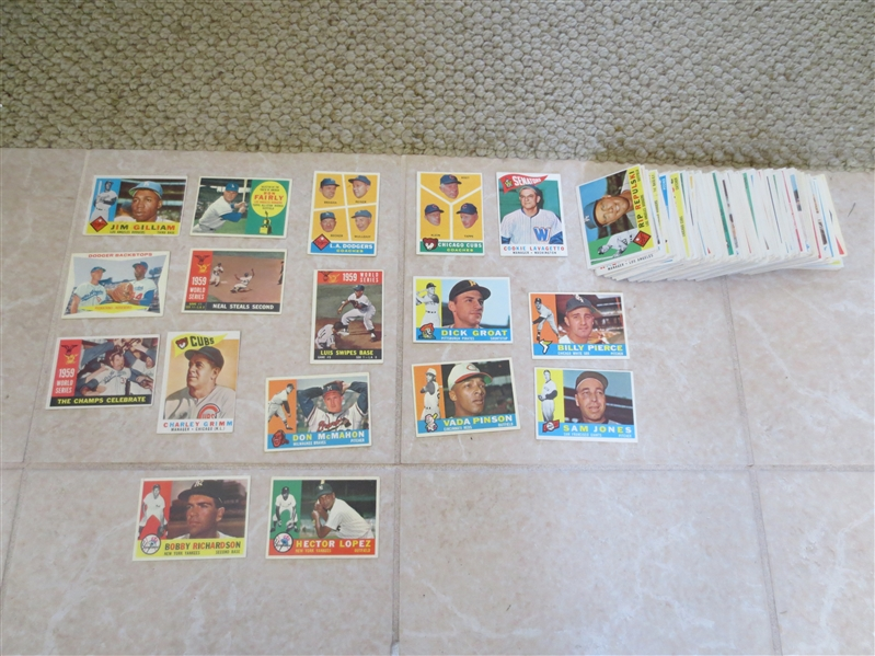 (260) 1960 Topps Baseball Cards in great condition!