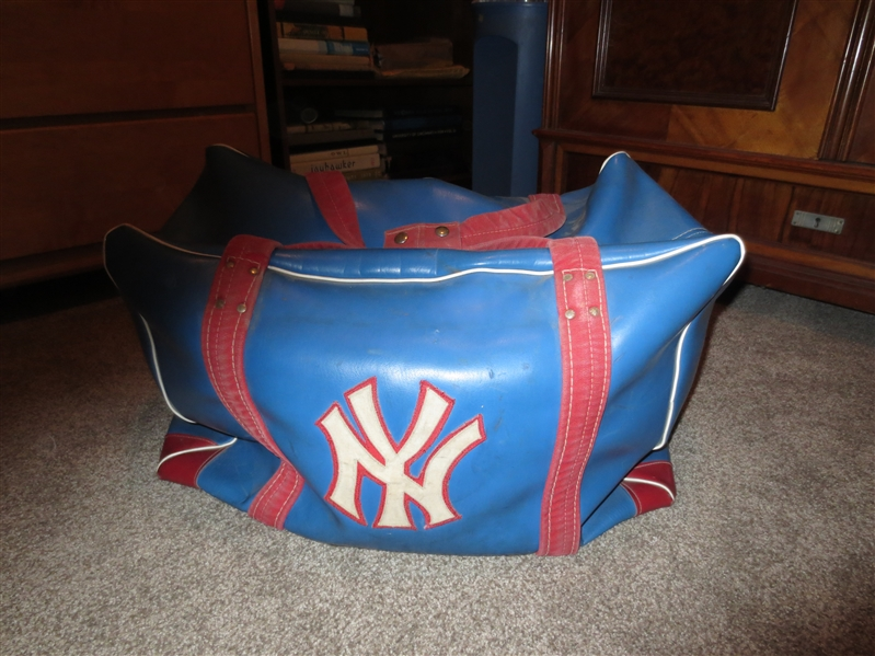 1970's New York Knicks Luggage Carry Bag  unknown player  made by Cosby  NEAT!