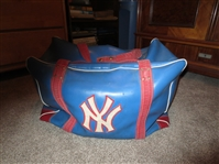 1970s New York Knicks Luggage Carry Bag  unknown player  made by Cosby  NEAT!